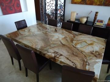 Готовые столы из натурального камня